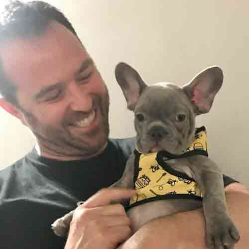 Sullivan Stapleton and his French Bulldog